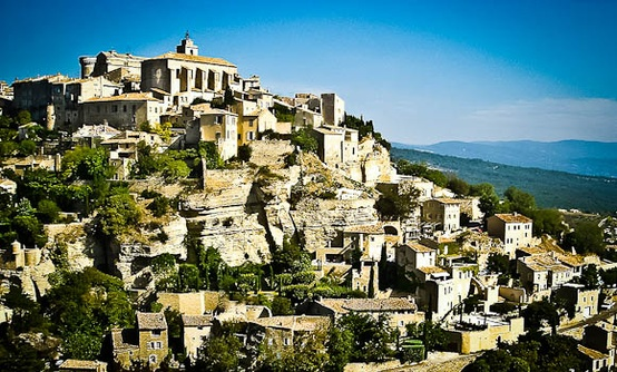 Gordes a stunning old village perched on the southern for Le mas du luberon